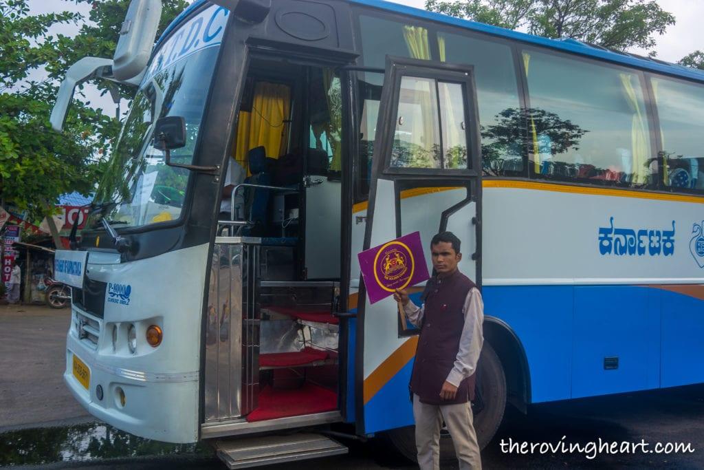 Bus Golden chariot luxury train
