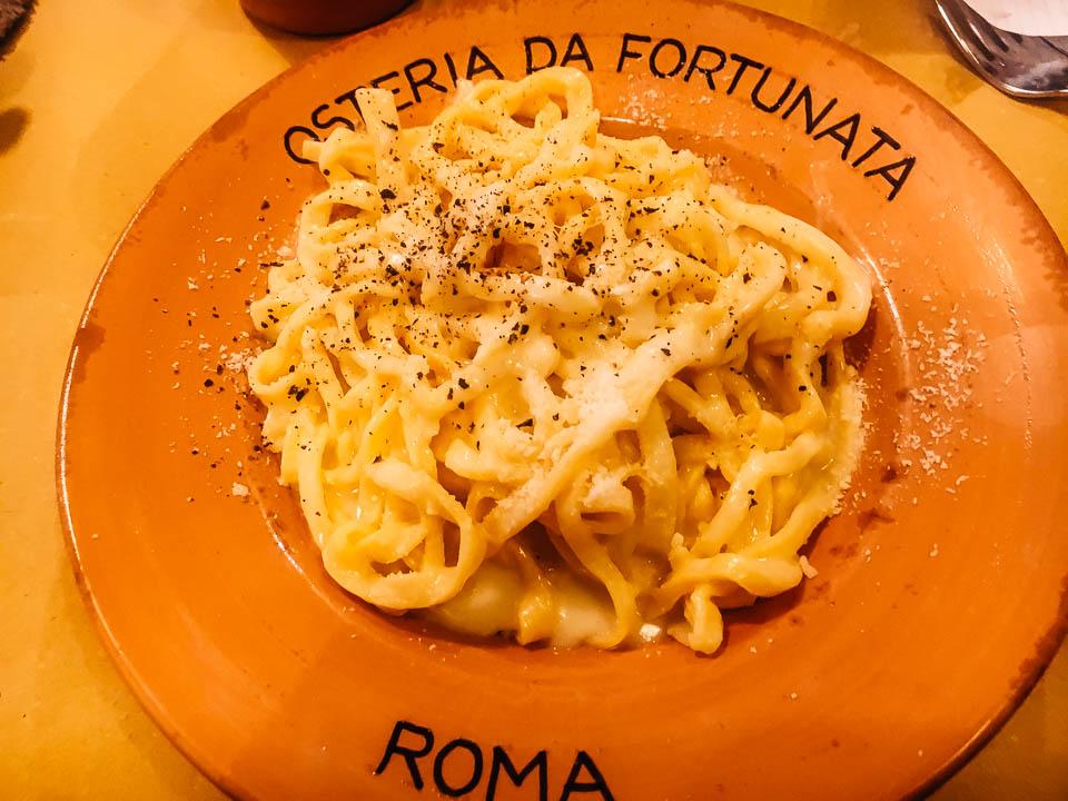 cacio e pepe, popular italian food, italian food by region, italian specialty foods