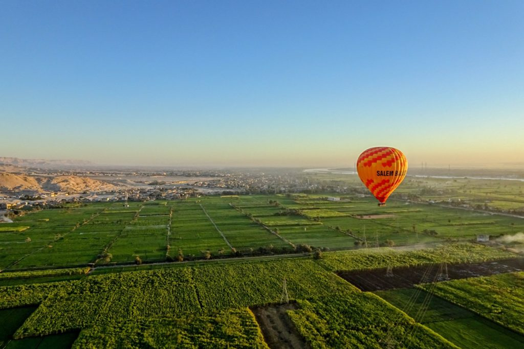 hot air baloon in egypt, unique bucket list ideas, cool bucket list ideas